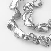 Abalorios de concha abalorios hebras, pepitas, gris, 15~30x10~30x10~15mm, agujero: 0.8 mm; aproximamente 17~23 unidades / cadena, 15.7